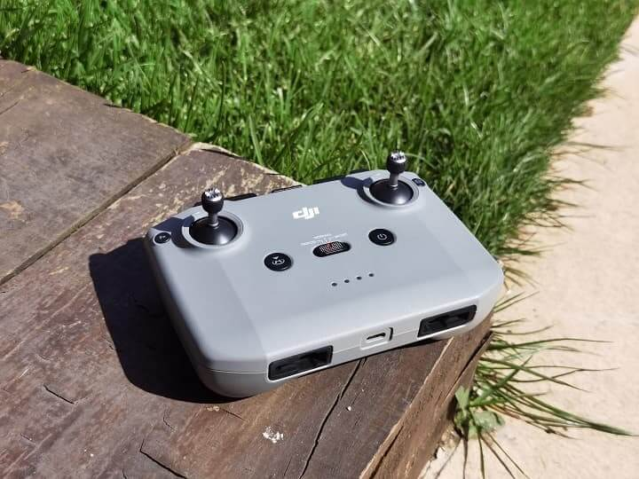 Conocer el mando de tu dron para aprender a volar