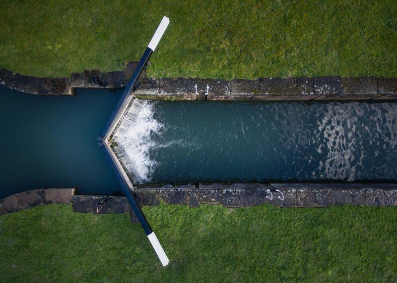 Fotografia aérea presa canal dron